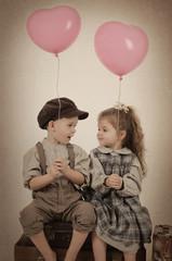 Kinder mit Herzballon