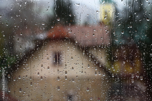 Rain drops on window - 82069574