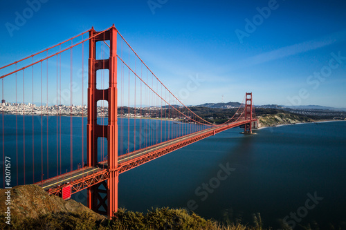 Poster Brug San Francisco Golden Gate Bridge and cityscape at sunset