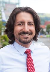 Portrait eines arabischen Geschäftsmanns vor dem Office