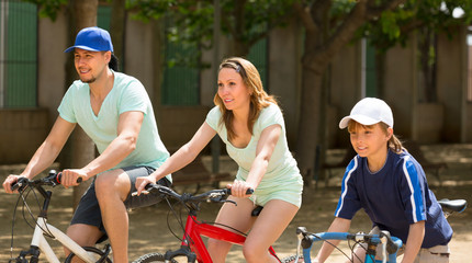 Couple with son on bicycles