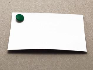 biglietto con puntina da disegno