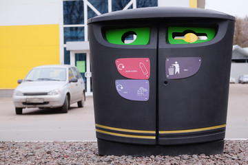 Garbage container for separate types of trash