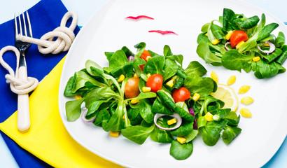 Nuvole di insalata nel piatto
