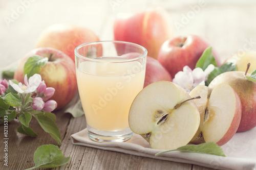 mata magnetyczna Glas mit Apfelsaft und Jabłka