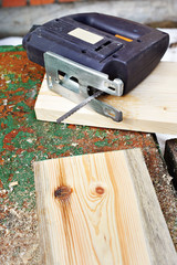 Electrofret saw and wooden board