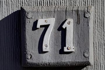 Numéro de rue, soixante et onze, 71