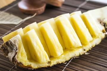 スライスした新鮮なパイナップル