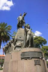 サルタの7月9日広場の銅像