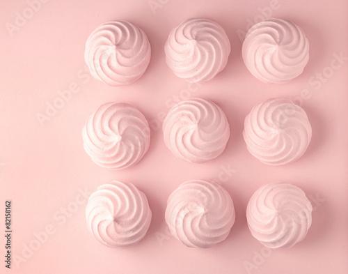 Pink meringues - 82158162