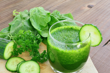 Green vegetable juice and fresh vegetables