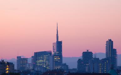 Grattacieli di Milano di sera