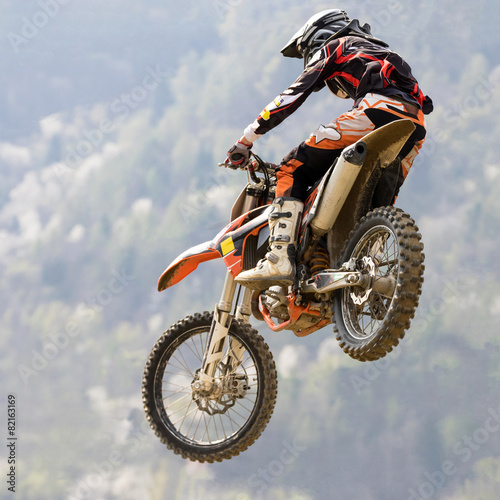 salto con moto da cross - 82163169