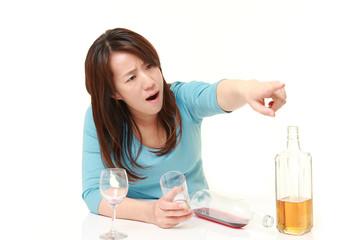 酒癖の悪い女性
