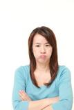 腹を立てる女性