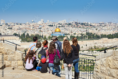 Leinwanddruck Bild Tourists are looking at the beautiful view of Jerusalem