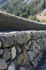 Argine di contenimento fluviale