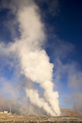 アルティプラーノ平原のガイザー噴煙
