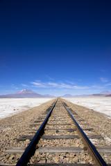 アルティプラーノ平原の一本の線路