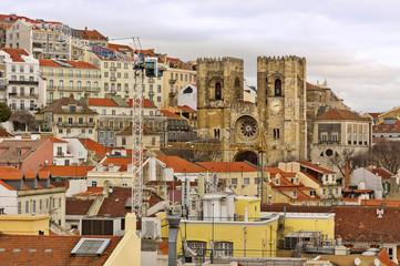 Blick zur Kathedrale von Alfama in Lissabon