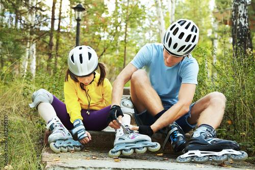Leinwandbild Motiv dressing roller skates