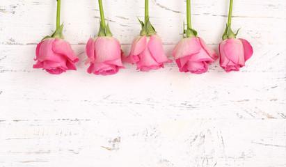Rosen mit Holzhintergrund