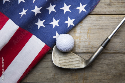 Fotobehang Golf Golf ball with flag of USA on wood table