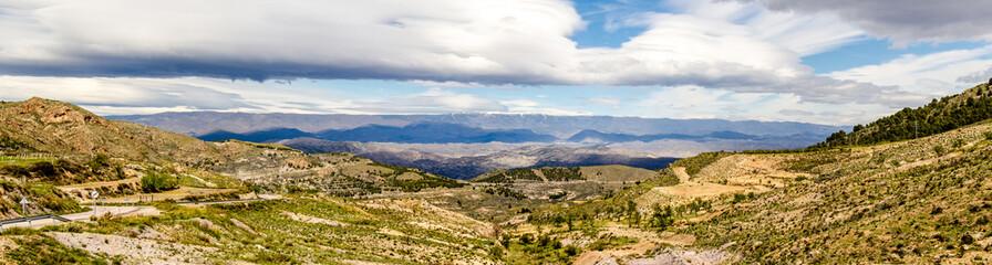 Panorama Hügellandschaft Alpujarras in Andalusien