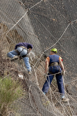 Rete paramassi al lavoro i rocciatori