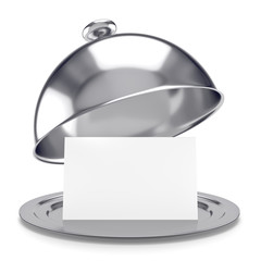 vassoio d'argento con coperchio e biglietto