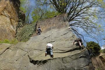 klettern an Felswand