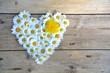 Leinwandbild Motiv Grußkarte - Blütenherz - Frühling