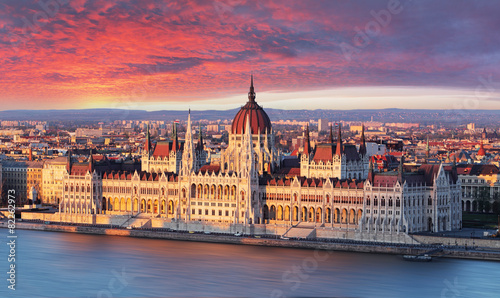 Fotobehang Oost Europa Budapest parliament at dramatic sunrise