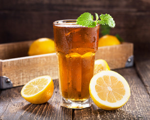 glass of ice tea with mint and lemon