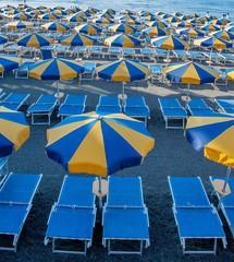ombrelloni azzurri