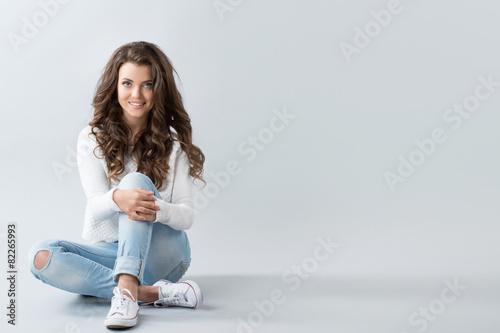 Leinwandbild Motiv Woman sitting on floor