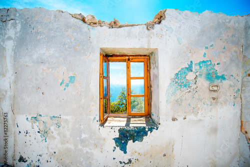 Old window in abandoned house - 82275763