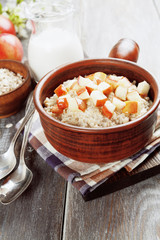 Porridge with caramelized apples