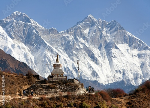 Fotobehang Nepal Stupa near Namche Bazar and Mount Everest, Lhotse