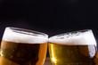Leinwandbild Motiv brindisi con bicchieri di birra