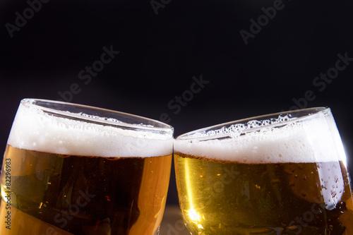 Canvas Bier brindisi con bicchieri di birra