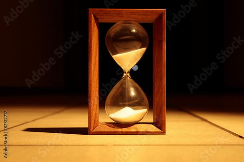 Sandglass in the dark