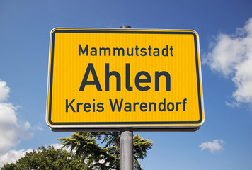 Ortsschild Mammutstadt Ahlen, FoMo