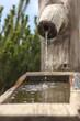 Leinwanddruck Bild - Fontana di legno