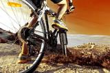 Fototapety Deportes. Bicicleta de montaña y hombre.Deporte en exterior