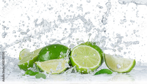 Limes with water splash - 82343730
