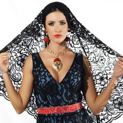 Giovane donna in in abito folcloristico #2