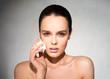 ������, ������: Girl smears face cream