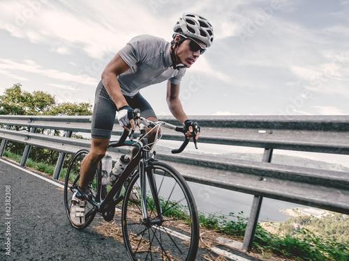 Cyclist in maximum effort - 82382308