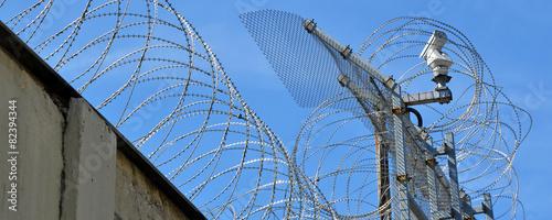 gefängnis, stacheldraht, kerker - 82394344